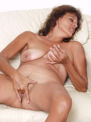 Ebony transexual happy ending massage Hanover, ON