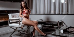 Tyfanie young escorts in Pace, FL